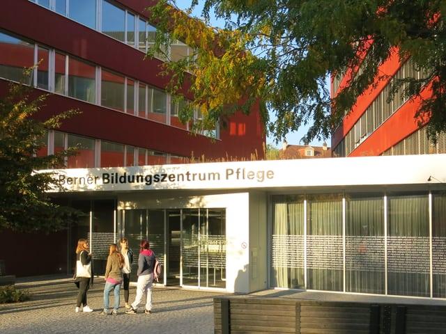 Referenz Berner Bildungszentrum Pflege, Haupteingang Informationssystem