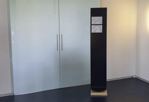 Colorboard Informationsständer Präsenter Board mit beispielhaften Magnetschilder Slim