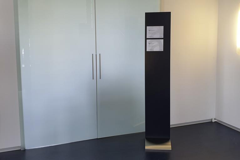 Informationsständer Präsenter Board mit beispielhaften Magnetschilder Slim