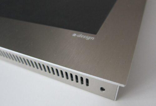 Detail vom Schild Point LCD mit Alunox Rahmen und Abdeckung.