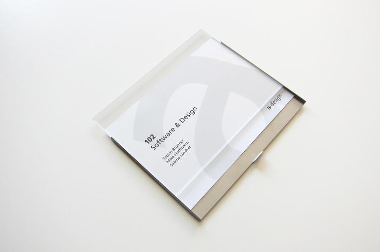 Beispielhafter Papiereinzug vom Schild Slide Basic, aufgefächert.