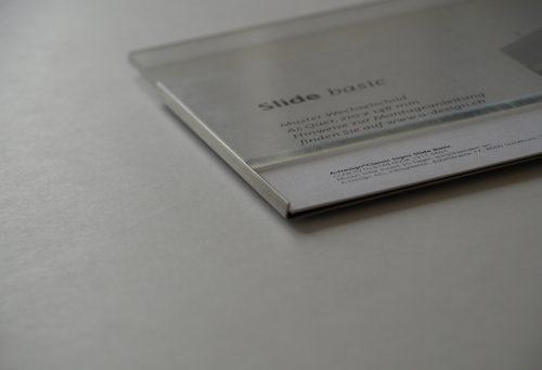 Schild Slide Basic, flach auf dem Tisch mit Acrylglas Abdeckung