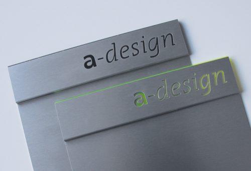 Schild Slide Art mit Falz und Acrylunterlage