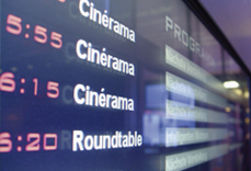 Anzeigebild eines Monitors mit verschiedenen Buchungen