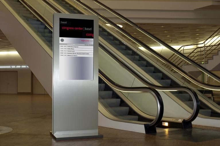 Stele im Congresscentrum in Basel mit beispielhaftem Informationssystem von A-Design