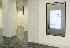 eConcierge (digitaler Portier) als Unterputzvariante in der UBS. Informationssystem von der A-Design Software Organizer.