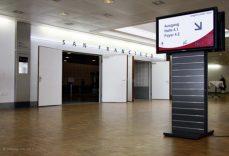 Varia Stele im Congress Center in Basel mit Doppelmonitor und Digital Signage Software von A-Design.