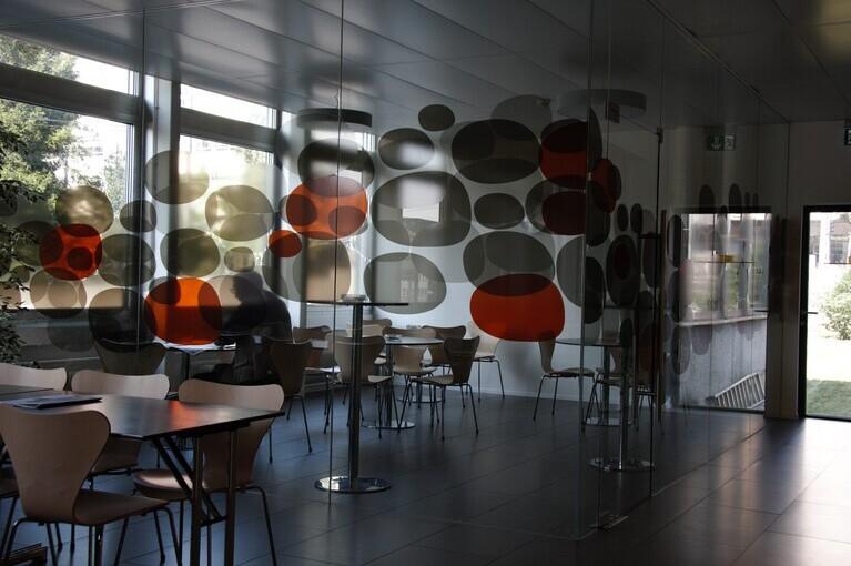 Referenz Bundesamt für Sozialversicherungen, Tönung der Glasscheibe durch Folien von A-Design entworfen. (Design)