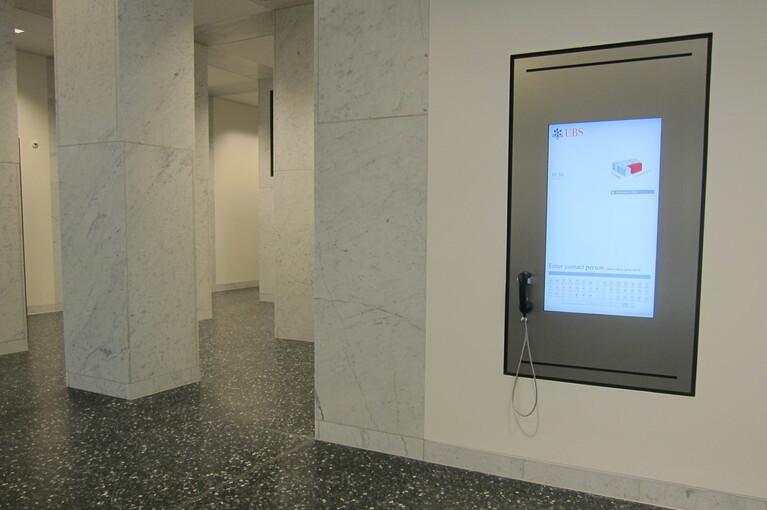 Referenz UBS Europaallee, eConcierge als Unterputzvariante, virtueller Portier mit Personensuche und Telefonie.