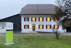 Kachelbild Mylife Praxis in Fulenbach, mit Aussenpylone.